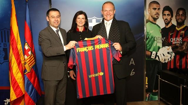 François Pienaar, amb la seva dona i el president Bartomeu. FOTO: M. BECERRA - FCB
