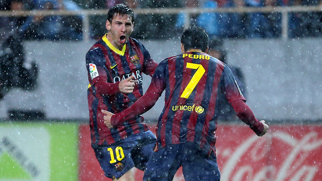 Messi y Pedro, en Sevilla.