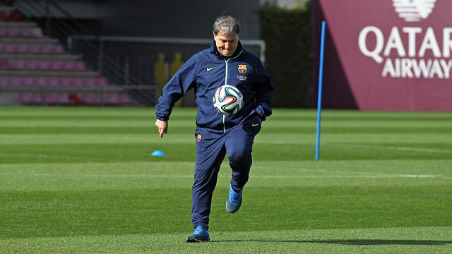 Martino fent tocs amb la pilota durant l'entrenament d'avui / FOTO: MIGUEL RUIZ - FCB