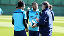 Alves et Neymar, avec Martino. PHOTO: MIGUEL RUIZ - FCB