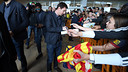 Leo Messi, signing autographs in San Sebastian / PHOTO: MIGUEL RUIZ-FCB