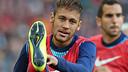 Neymar Jr, escalfant / FOTO: ARXIU FCB