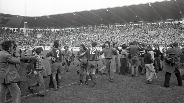 Euphoria at the Molinón (1974). PHOTO: ARXIU FCB.