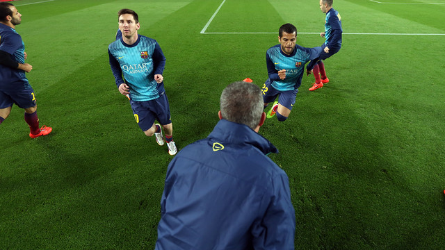 The players warming up before the game / PHOTO: MIGUEL RUIZ - FCB