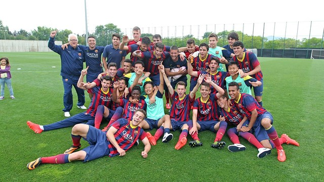 The Juvenil B team celebrate winning the league title