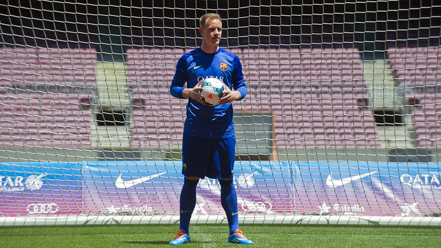 Ter Stegen being presented to the Camp Nou.