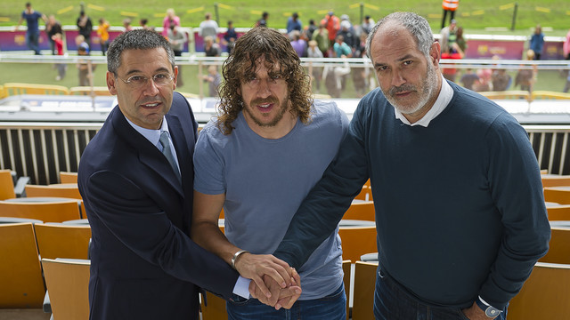 Bartomeu, Puyol and Zubizarreta shaking on the new deal  PHOTO: VÍCTOR SALGADO - FCB