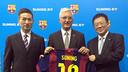Antoni Rossich, amb els representants de Suning després de presentar l'acord / FOTO: FCB