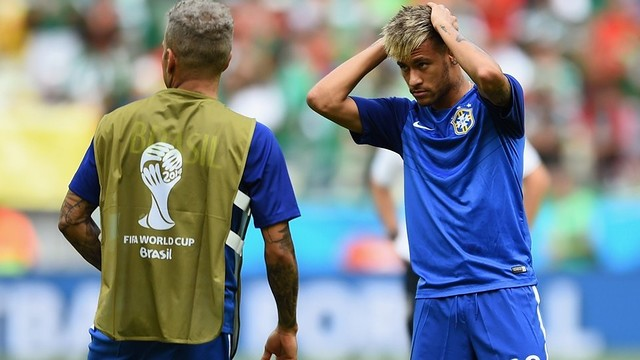 Neymar and Alves are on track for the last sixteen / PHOTO: FIFA