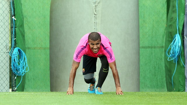 Rafinha training on Monday evening. PHOTO: MIGUEL RUIZ-FCB.