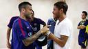 Dani Alves i Jonathan dos Santos, al Madrigal / FOTO: MIGUEL RUIZ - FCB