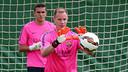 Els dos porters, Ter Stegen i Masip, durant l'entrenament matinal / FOTO: MIGUEL RUIZ - FCB