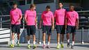 Piqué, Samper, Munir, Busquets et Adama, avant l'entrainement. PHOTO: MIGUEL RUIZ-FCB.