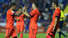 Messi melakukan tos dengan rekan-rekannya di lapangan