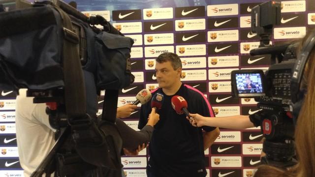 Pascual atendiendo a los medios informativos. / FOTO:FCB