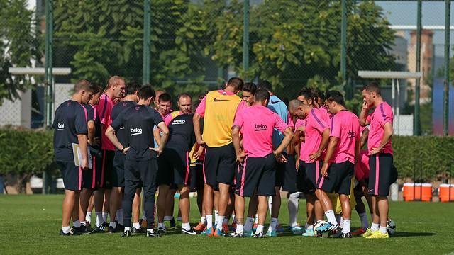La plantilla, reunida en un dels camps d'entrenament de la Ciutat Esportiva amb Luis Enrique al centre