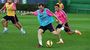 Rakitic y Adriano, que ha entrenado con el grupo a pesar de no tener el alta / FOTO: MIGUEL RUIZ-FCB