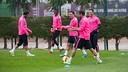The Barça players trained during the rainy morning in Barcelona / MIGUEL RUIZ-FCB.
