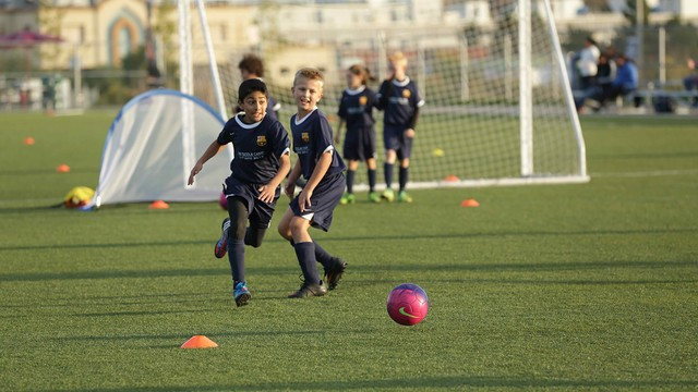 مدرسة نادي برشلونة FCBESCOLA 4.v1416327856
