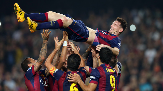 Leo Messi is tossed skyward by his teammates after breaking the all-time La Liga scoring record / PHOTO: MIGUEL RUIZ-FCB