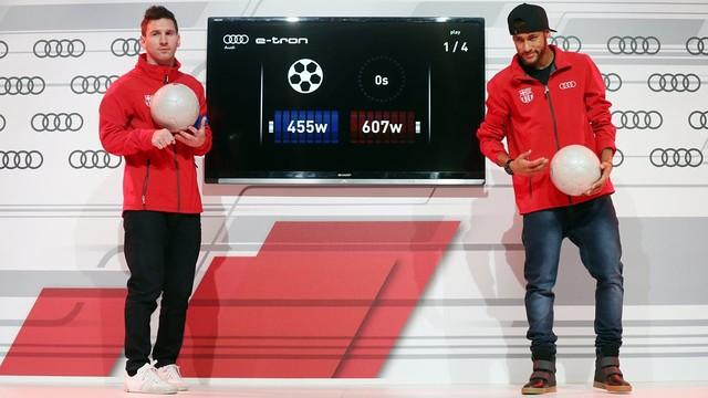 Messi e Neymar em um duelo no evento da Audi.