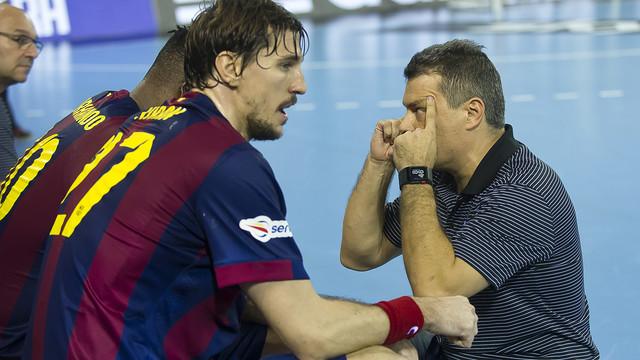 Pascual, en un partit de Champions, demanant concentració / FOTO:VÍCTOR SALGADO-ARXIU FCB