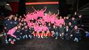 Els jugadors i el cos tècnic han posat després de la sessió de karting / FOTO: MIGUEL RUIZ - FCB