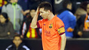Messi was hit by a flying object at Mestalla. PHOTO: MIGUEL RUIZ-FCB.