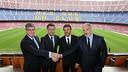 Luis Enrique, amb Bartomeu, Mestre i Zubizarreta el dia de la seva presentació com a tècnic del Barça / FOTO: MIGUEL RUIZ - FCB