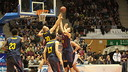 Doellman and Lampe battle for a rebound with Kleber during the game  / PHOTO: ACB.COM