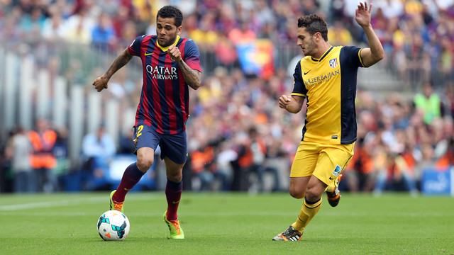 Dani Alves and Koke battle it out in a game at Camp Nou last season / PHOTO: MIGUEL RUIZ - FCB