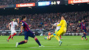 Luis Suárez against Sevilla / PHOTO: MIGUEL RUIZ - FCB