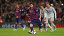 Leo Messi en el moment de xutar el penal que acabaria amb gol / FOTO: MIGUEL RUIZ - FCB