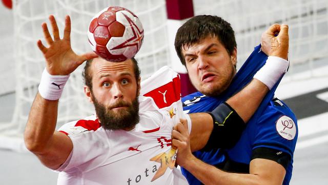 Jesper Noddesbo en una acción en el pivote / FOTO: Qatar Handball 2015
