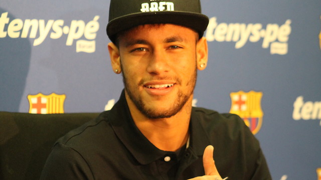 Neymar cheerfully answered the media's questions at today's conference / PHOTO: MIGUEL RUIZ-FCB.