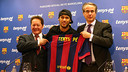 Neymar and the members of boths parts during the act /  MIGUEL RUIZ-FCB