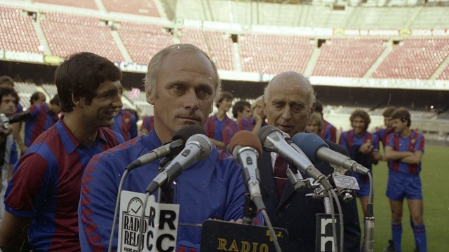 Udo Lattek during the presentation of the first team in the summer of 1981  / PHOTO: FCB Archive