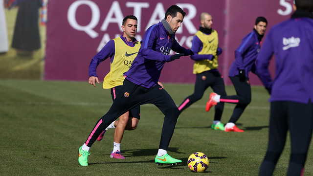 Sergio Busquets and Xavi during Saturday's training session. / MIGUEL RUIZ - FCB