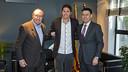 Ramon Pont, José Edmílson and Josep Maria Bartomeu in the signing of the agreement / VÍCTOR SALGADO - FCB