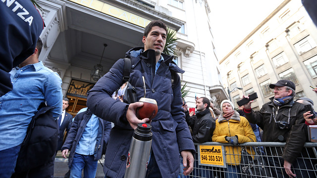 Luis Suárez leaving the team hotel in Bilbao / MIGUEL RUIZ - FCB