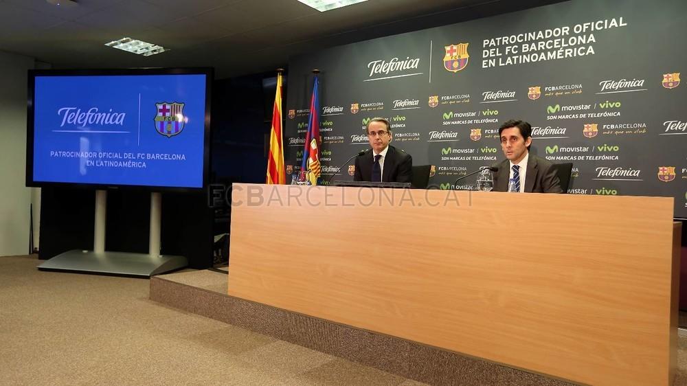 بالصور والفيديو  : لاعبو برشلونة يعلنون عن عقد بث مباريات الفريق للموسم المقبل Pic_2015-02-18_ACUERDO_TELEFONICA_13-Optimized.v1424268339