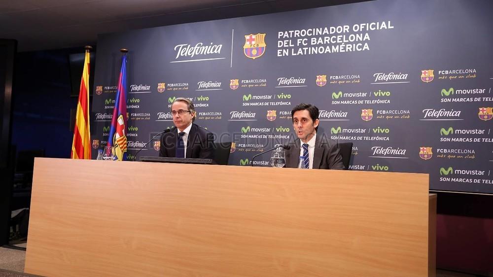 بالصور والفيديو  : لاعبو برشلونة يعلنون عن عقد بث مباريات الفريق للموسم المقبل Pic_2015-02-18_ACUERDO_TELEFONICA_12-Optimized.v1424268337