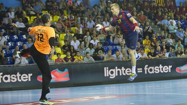 Sigurdsson, en el partido de la primera vuelta en Barcelona ante Besiktas / FOTO:VÍCTOR SALGADO- ARCHIVO FCB