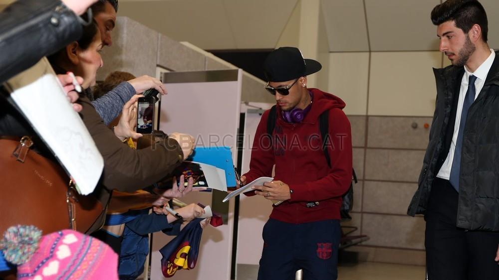 بالصور : رحلة برشلونة الى مانشستر  MRG21633-Optimized.v1424703472
