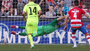 Granada pulled a goal back from the penalty spot / MIGUEL RUIZ-FCB
