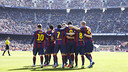 The players celebrate one of the six goals against Rayo. / MIGUEL RUIZ - FCB