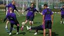 Los jugadores del Barça haciendo un rondo en un entrenamiento / ARCHIVO-FCB
