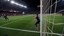 Escalfament de Bravo abans del partit contra el Reial Madrid / MIGUEL RUIZ - FCB