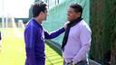 Donato, con Xavi, durante un entrenamiento / MIGUEL RUIZ-FCB