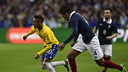 Neymar is chased by two defenders. The Barça striker scored the second goal in Brazil's 3-1 win over France in Paris. / FIFA.COM